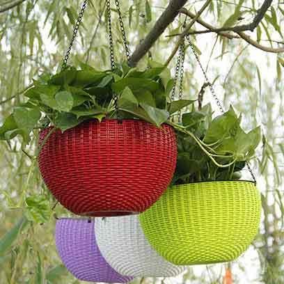 Plastic hanging basket